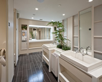 lagirl_washroom
